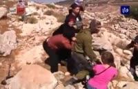 کتک خوردن سرباز اسرائیلی از زنان فلسطینی