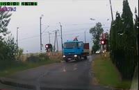 راننده کامیون خودش را بیچاره کرد+فیلم ویدیو کلیپ تصادف