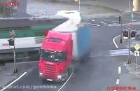 راننده تریلر از مرگ گریخت.قطار