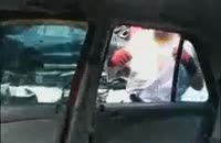 خورد کردن تماشایی ماشین توسط یک دیوانه!!