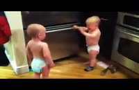 بحث كردن دو تا بچه خیلی كوچولو