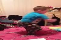 کلیپ های برتر -  رقصیدن تکنو این کوچولو