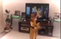 حرکات باور نکردنی بروسلی توسط این بچه! [فدایی دو ارباب]