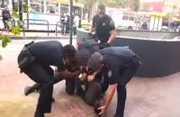 حمله پلیس آمریکا به یک معلول سیاه پوست