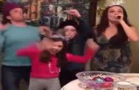 اینم دختری که بدجور توی تولدش جو گیر میشه:))