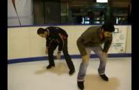 کلیپ خنده دار از اسکیت روی یخ دو ایرانی در خارج از کشور