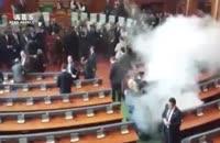 پرتاب گاز اشکآور در پارلمان کوزوو