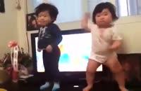 رقص جالــــب دختر بچه کره ای!!!! عع
