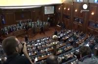 اعتراض نمایندگان پارلمان با پرتاب تخم مرغ به نخست وزیر