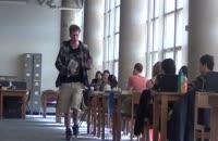 دوربین مخفی دانشگاه رفتن با کفش پر سروصدا