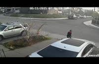 پلیس تورنتو در جستجوی زنی که با چاقو به جان خودرو افتاد