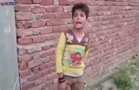 بچه آواز محلی کردی میخواند.