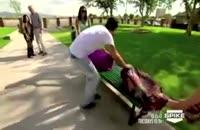 یک عمل پیوند واقعی کندن نصف بدن و تغیرش بدون هیچ ابزاری در یک پارک