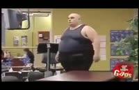 مرد چاق در باشگاه بدنسازی