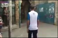 وقتی یک سرباز اسرائیلی هوس چوب میکنه!!!
