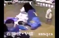 شکنجه یک بچه توسط پرستارش