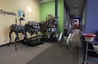 ساخت روبات چهار پایی که در اثر ضربه می تواند تعادل خود را حذف کند