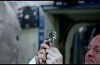 فضانوردی با قطره ای آب فیلم جالبی خلق کرد .