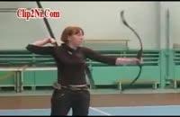پرتاب حرفه ای تیر توسط دختر جوان